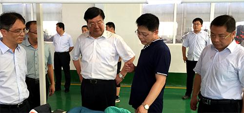县委书记刘学保再次莅临泰安浩宇服饰第三新厂视察工作